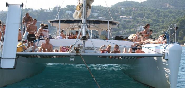 despedidas-barcelona-fiesta-catamaran