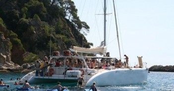 despedidas-tossa-mar-fiesta-catamaran