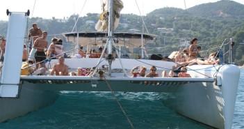 despedidas-ellas-fiesta-catamaran-barcelona