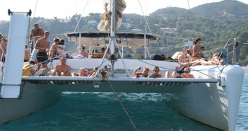 despedidas-fiesta-catamaran-barcelona